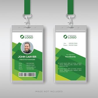 Шаблон творческого удостоверения личности с абстрактным зеленым фоном