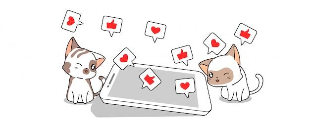 Симпатичная пара кошек играет в социальных сетях через смартфон