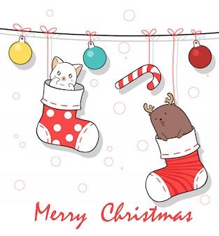 クリスマスの日に靴下の中の愛らしい動物