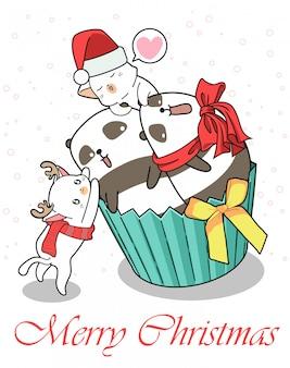 クリスマスの日にカップケーキの横にあるかわいいパンダと猫