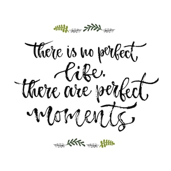感動的なフレーズ。完璧な人生はありません、完璧な瞬間があります。手書きの書道。印刷デザインのためのベクトル図