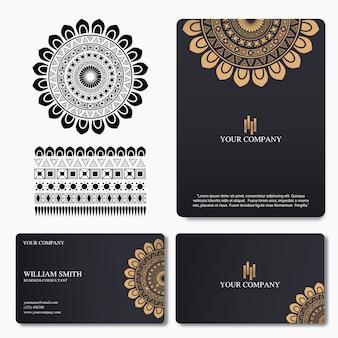 Элегантная и роскошная визитка с орнаментом мандалы