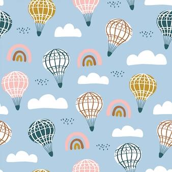 かわいい気球、手描きの要素を持つ虹とのシームレスなパターン。