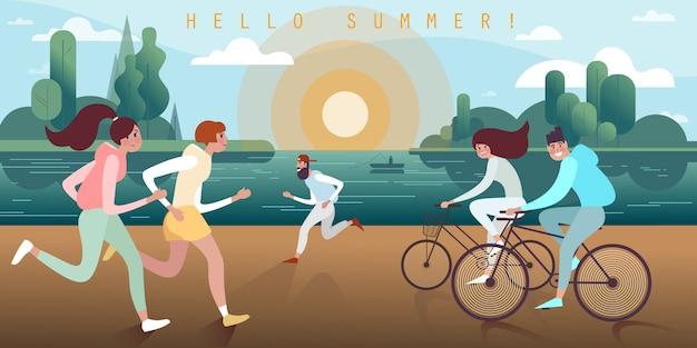 Бег трусцой и езда на велосипеде молодых людей вдоль набережной на закате в теплый летний вечер