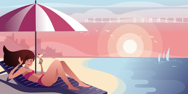 カクテルを片手にラウンジャーの女の子は街のビーチで寛ぎます