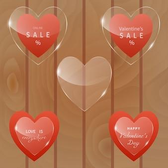 Реалистичный набор стеклянных баннеров в форме сердца