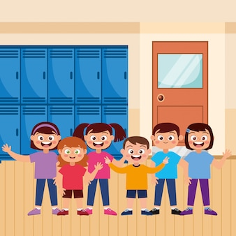 Счастливые студенты, улыбаясь, махнув рукой в школе