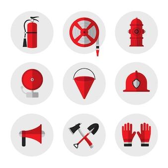 消防および火災安全装置フラットアイコン。消火器、ホースリール、消火栓、警報ベル、金属火災バケツ、ヘルメット、メガホン、シャベルと斧、手袋。ベクトル図。