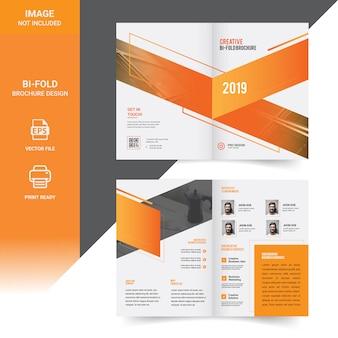 クリエイティブ企業二つ折りパンフレットのテンプレートデザイン