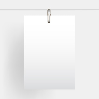 リアルなモックアップゴールドペーパークリップでぶら下がっている空白の垂直紙