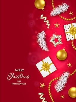 ギフト用の箱、ボール、星、その他のもので作られた境界線を持つ赤いクリスマス。