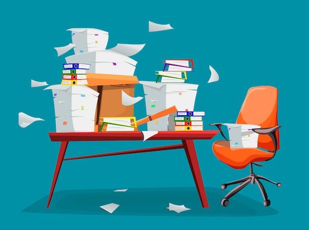 オフィスのテーブルの上の紙の文書の山。
