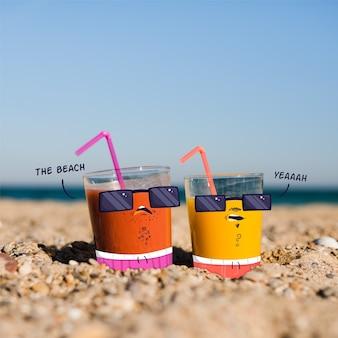 ビーチでジュースグラスに落書き