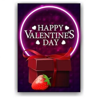 Фиолетовая обложка ко дню святого валентина с подарком и клубникой