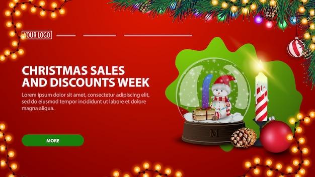Рождественская распродажа и скидочная неделя, современный красный дисконтный баннер со снежным шаром и рождественской свечой