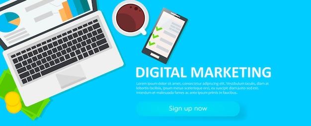デジタルマーケティングのバナーです。ノートパソコン、コーヒー、紙、お金、電話のある職場
