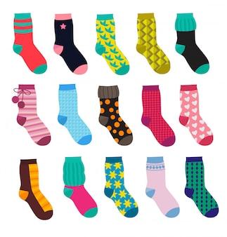 さまざまなパターンを持つ面白い靴下。漫画のスタイルのベクトルイラストセット
