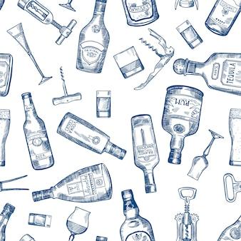 様々なアルコールの瓶と手描かれたシームレスパターン。ベクトルコニャックとウイスキー、アブサンとウォッカ、テキーラとラム酒の図