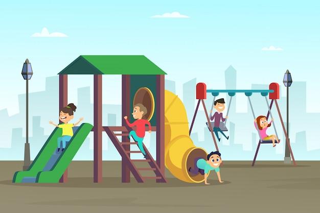 幸せな子供時代。遊び場で遊ぶ子供たち