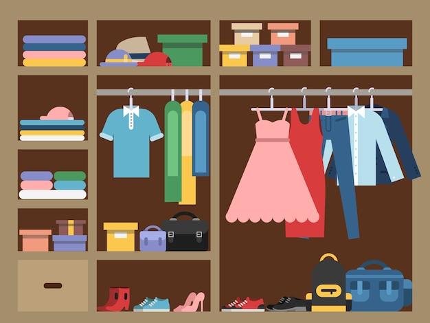 Большой гардероб с разной одеждой,