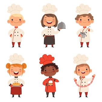 子供たちのキャラクターが食べ物を準備します