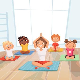 ヨガの子供たちのグループ。ジムの漫画でインストラクターと一緒に演習を行う子供たち
