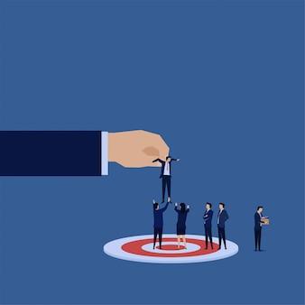 Правильный человек в правильном месте. новый менеджер для бизнес-команды на цель.