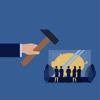 ビジネス手は危険な投資節約の比喩の中の貯金箱でガラスを打ちます。