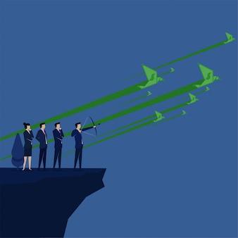 ビジネスチームはお金のターゲット指向の空の比喩の上に飛んでお金の鳥を目指します。