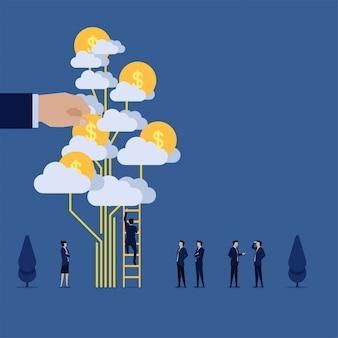 Бизнесмен подняться по лестнице, чтобы монета облако дерева метафора инвестиций.