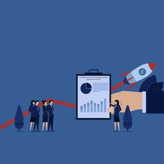 Бизнес женщина презентация с диаграммой и растут график запуска.