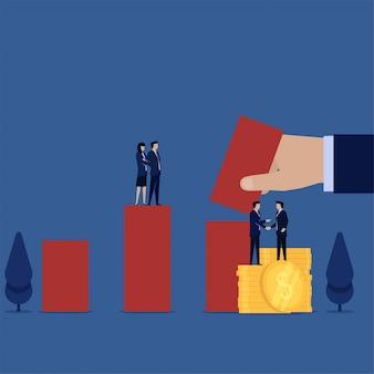 Менеджер рукопожатие с монетами и рука положить гистограмму метафора акций.