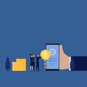 ビジネスフラットコンセプトマネージャーは、オンラインで給与税の銀行アイコンのメタファーと電話にコインを置きます。