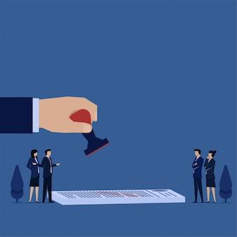 ビジネスフラットコンセプト手は紙の上のスタンプを保持し、人々は合意のメタファーを議論します。