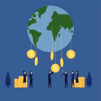 Бизнес плоский вектор концепции люди собирают монеты из глобуса метафора глобального дохода.