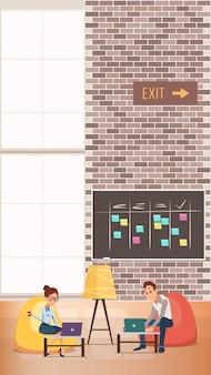 ビジネスの男性と女性がコワーキングセンターで働く