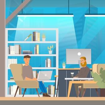 男は、オープンスペースのコワーキングオフィスで働きます。