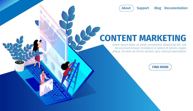 Команда людей работает над огромным ноутбуком, контент-маркетингом