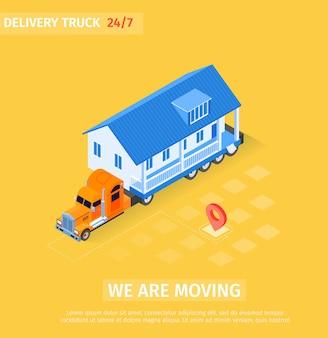 Большой грузовик транспортирует законченный дом