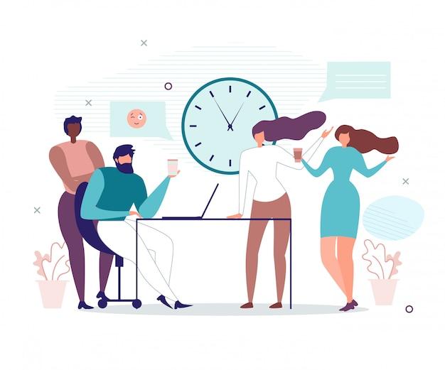 Офисные люди, имеющие перерыв в течение рабочего дня