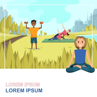 Счастливые люди делают фитнес на открытом воздухе в городе