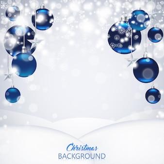 曇らされた青い光沢のあるクリスマスボール、星、雪とエレガントなクリスマスの背景。