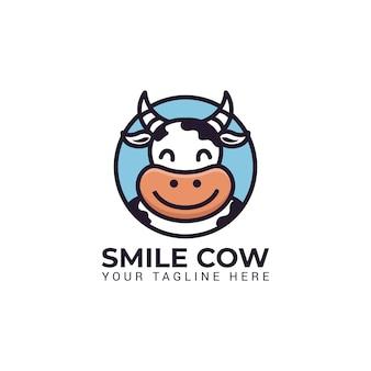 かわいい牛マスコットロゴキャラクターイラスト笑顔ミルクファームベクトルの丸い円のロゴ