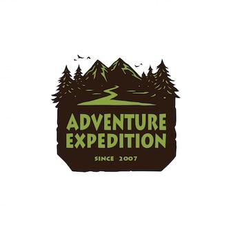 キャンプマウンテンアドベンチャー、エンブレム、バッジのロゴ。森の中のキャンプベクトルイラストデザインテンプレート