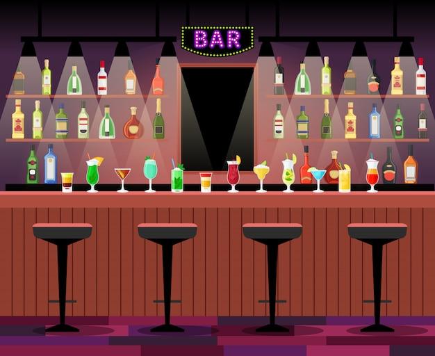 Барная стойка с табуретами перед ней, а также алкогольные коктейли и бутылки на полках. векторная иллюстрация