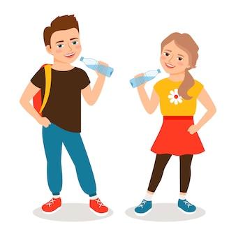 Дети пьют воду. мультфильм маленький мальчик и маленькая девочка пьет чистой воды изолированы. векторная иллюстрация