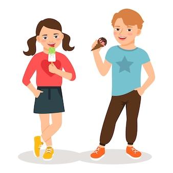 漫画の子供たちがアイスクリームを食べるベクトル図です。かわいい男の子と女の子の甘いアイスクリームコーンの分離