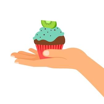 キウイとカップケーキを持っている手