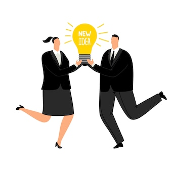 Новая бизнес-идея. офисные люди в деловых костюмах держат в руках лампочку с текстом идеи, свежее решение