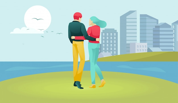 Герои семейных пар гуляют по речной полосе
